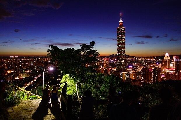 台湾新幹線のビジネス車両で台湾縦断