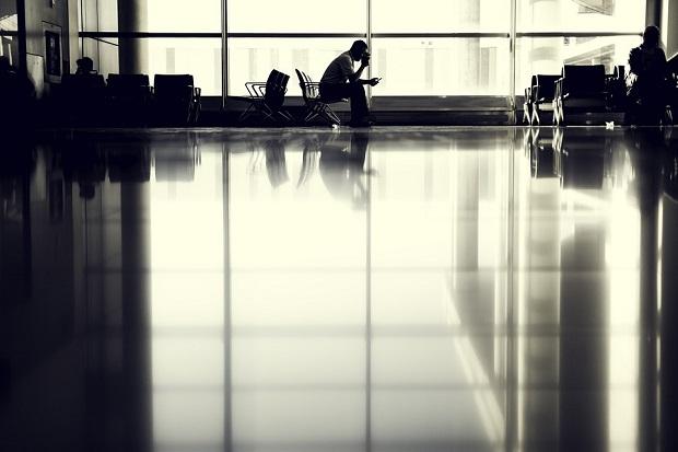 海外空港で飛行機が大幅遅延したので振替便に乗ることになった体験談